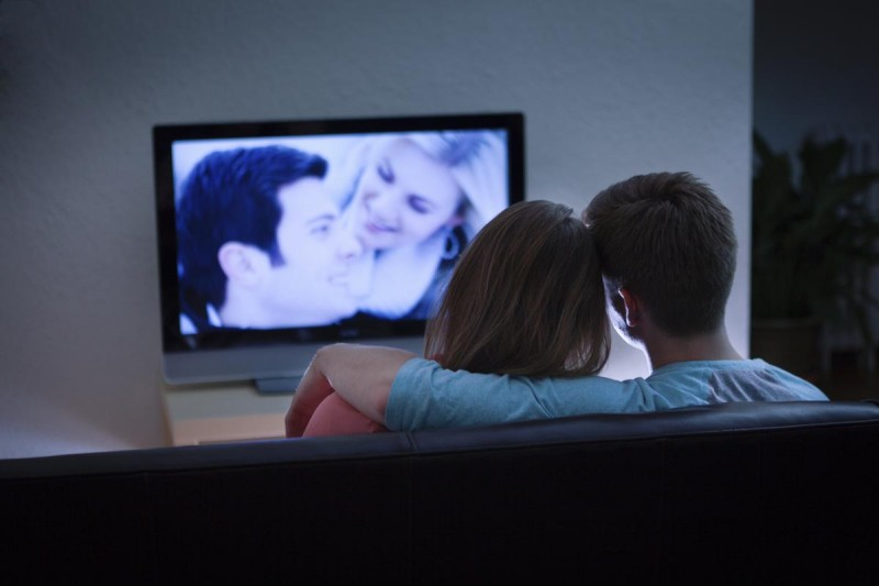 1200-71321935-couple-watching-romantic-movie.jpg