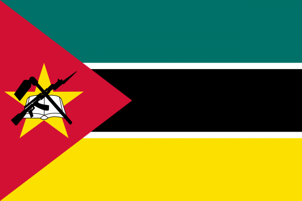 Flag_of_Mozambique Флаг Мозамбика с автоматом калашникова.png