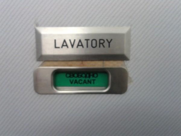 LAVATORY на двери туалета в самолёте 1.jpg