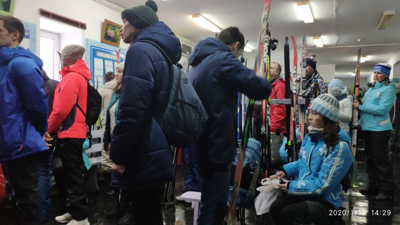 Толпы народа на лыжной базе Динамо, Пермь, 12 января 2020 года.jpg