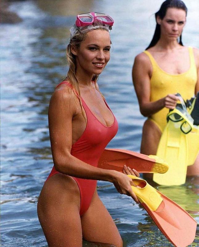 Памела Андерсон на съемках сериала Спасатели Малибу, 1992 год..jpg