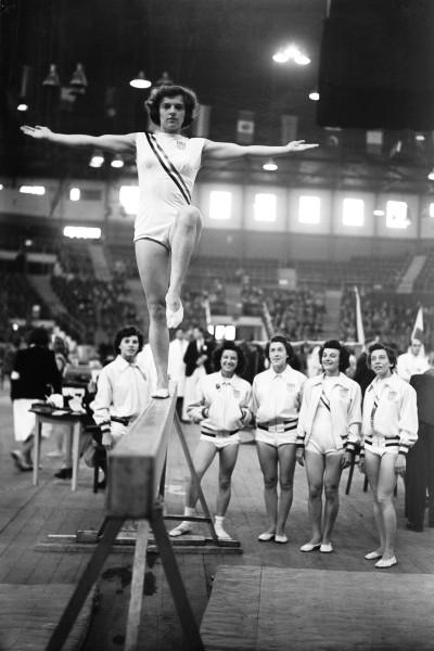 Спортивная гимнастика 1948.jpg