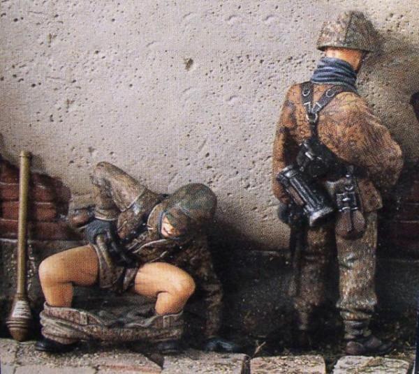 Солдаты справляюшие нужду.jpg