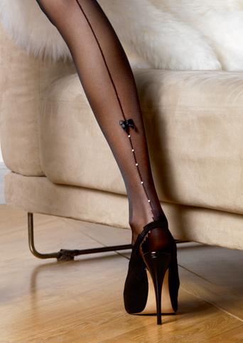 фото упитанные ножки в черных чулках со швом