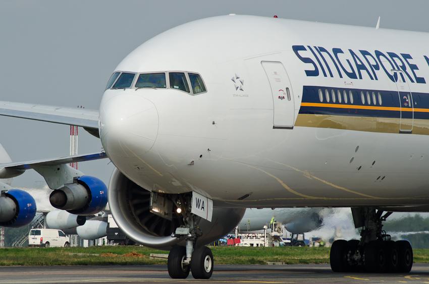 Boeing 777 9V-SWA