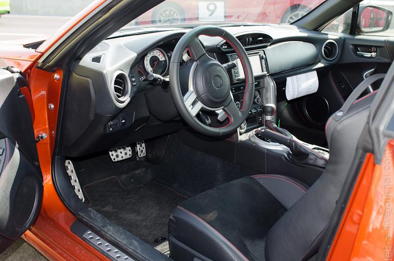 интерьер Toyota GT86