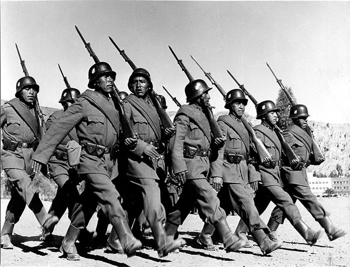 Bolivianisches-Militaer_bei_der_Parade