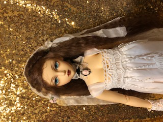 Her is the default image from the seller of my incoming Delf Miyu. I'm hoping I can get some of the yellowing out by boiling her. I will also be redoing her faceup. Super excited to have a Miyu again!