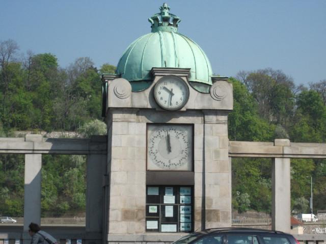 Часы на набережной