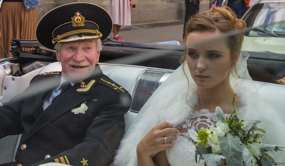 Чем старый муж лучше молодого?