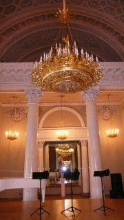Во дворце был концертный зал