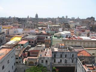 Вид на Гавану с тауэра Собора Святого Франциска, вход на который официально закрыт