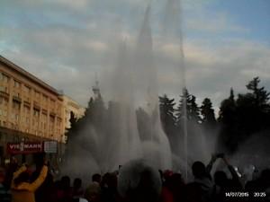 челябинск пожарные устроили фонтан.jpg