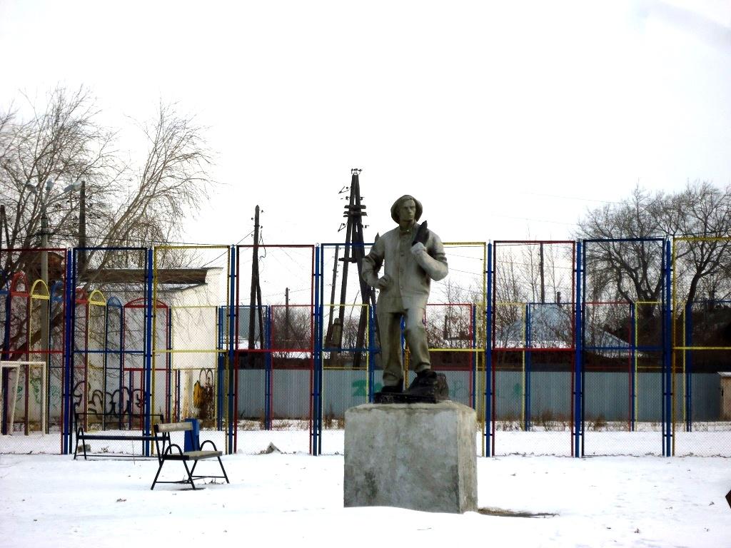 поселок Роза, памятник шахтёру.jpg