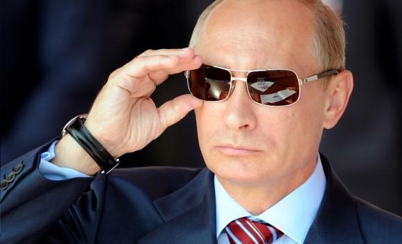 Путин-в-очках-580x353