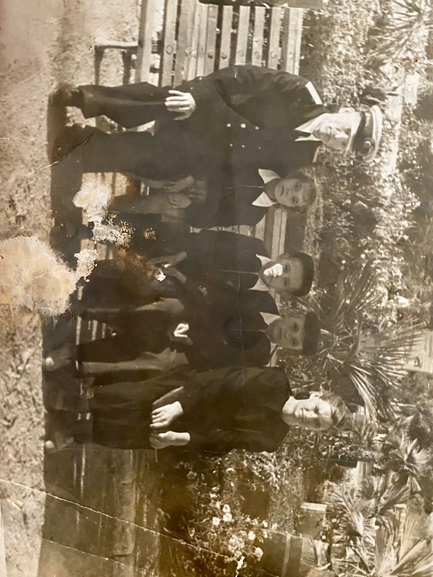 С родителями на Историческом бульваре. В центре