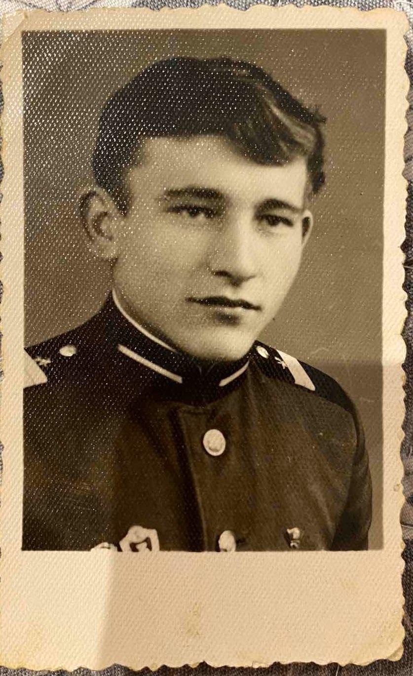 Красвец солдатик)