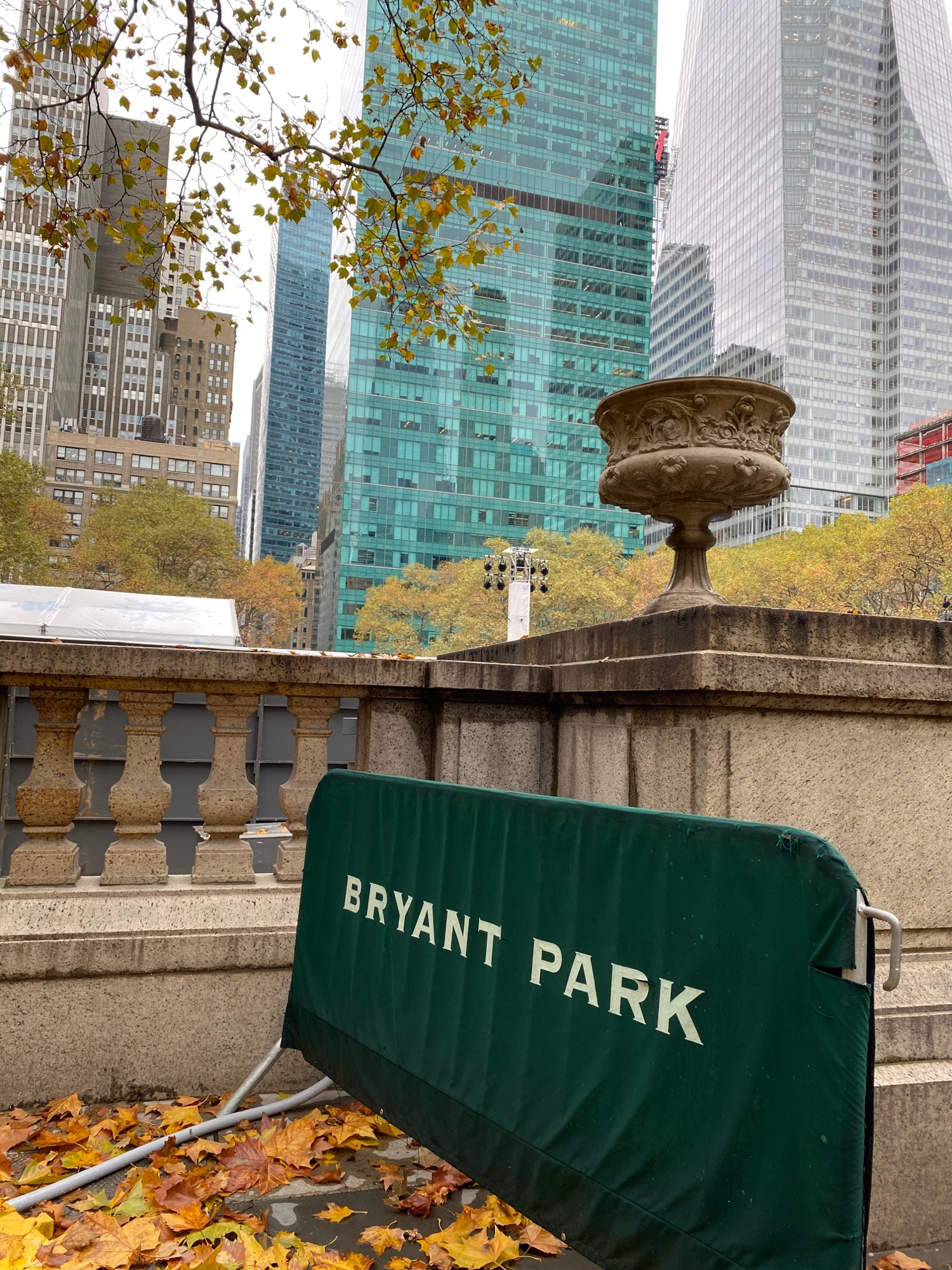 А теперь минутка осени в парке.