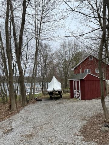 Красный дом и лодка