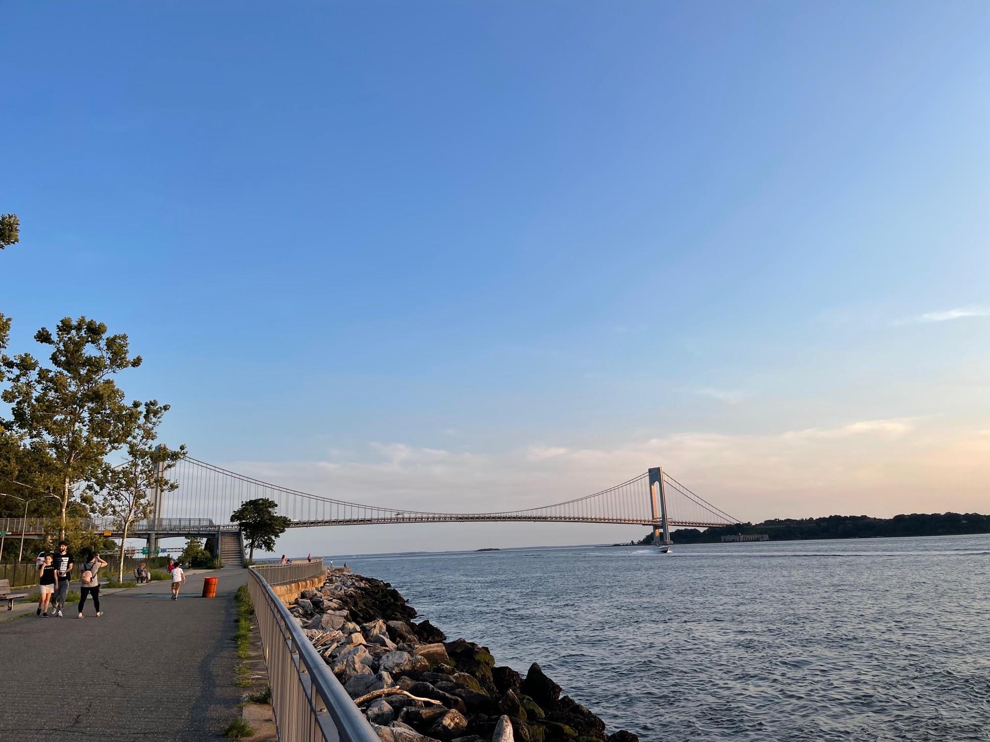 Мост остался позади.