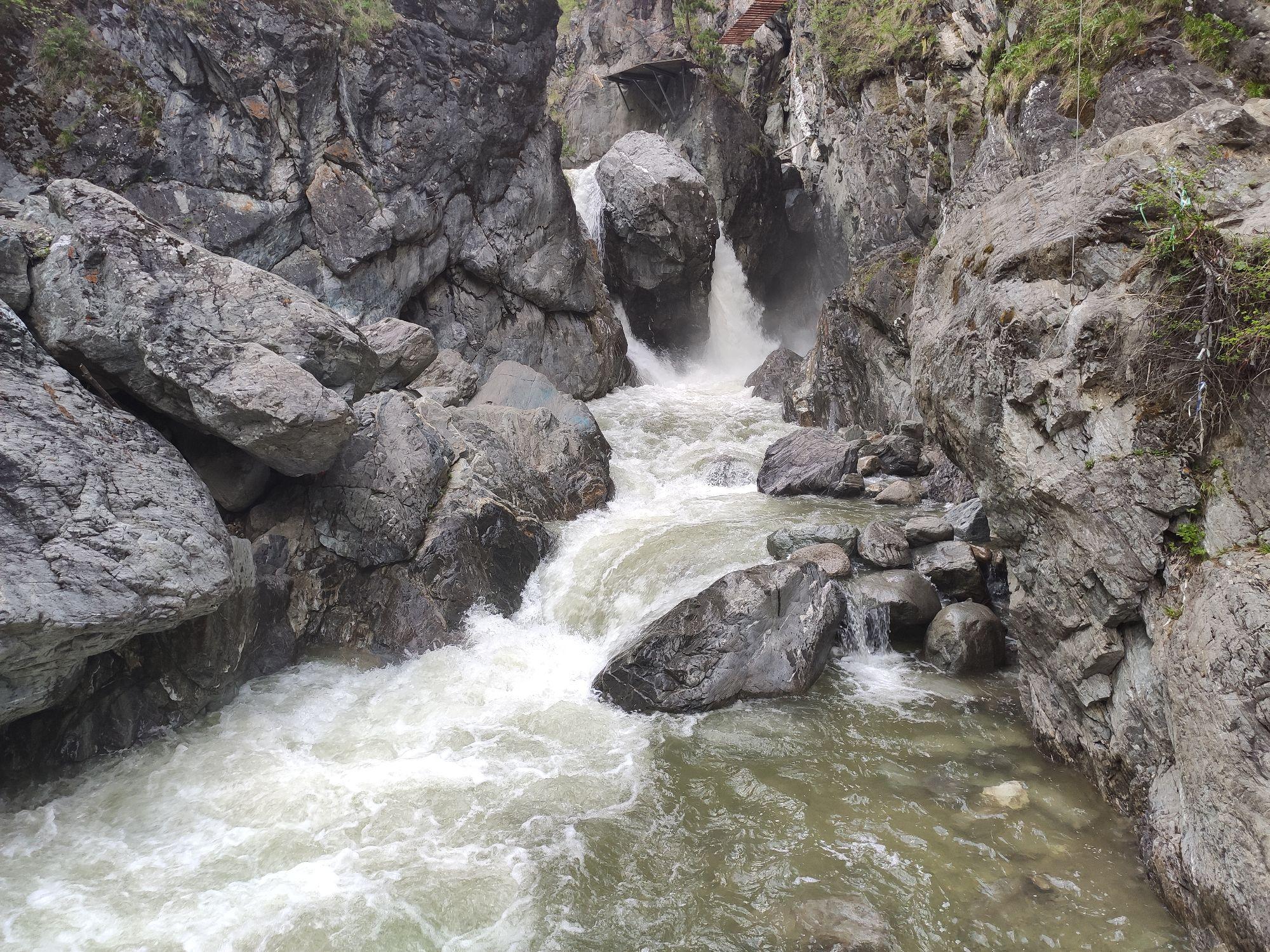 Название реки я без 100 грамм все равно не вспомню. Это первый и самый большой водопад. А всего их 6.