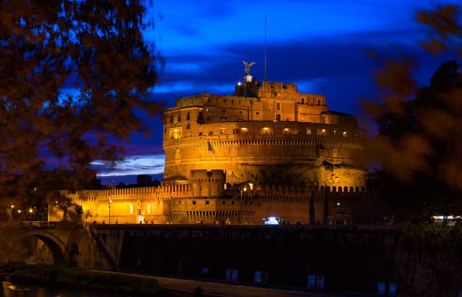 Замок Святого Ангела ночью