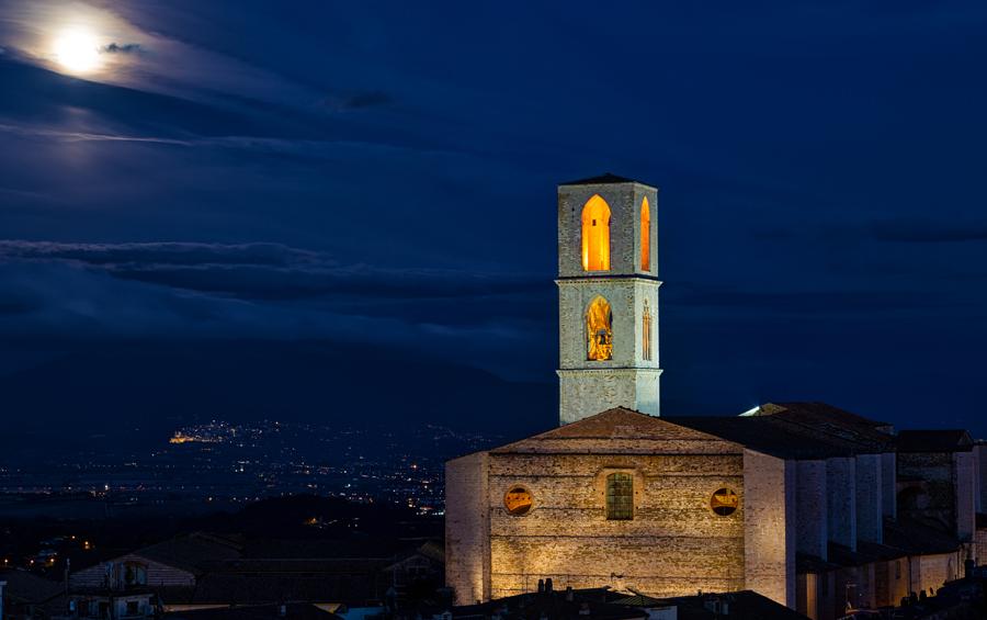 Вид на Перуджу ночью