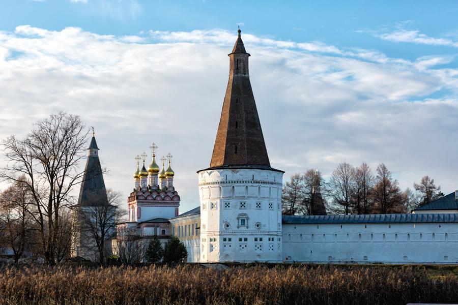 Свято-Успенский Иосифо-Волоцкий монастырь. Воскресенская башня