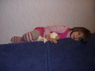Улька на диване