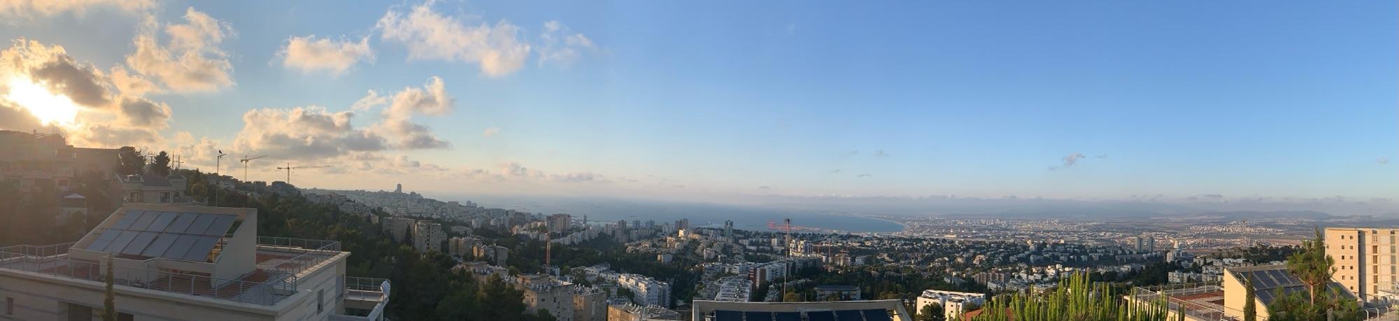 Предзакатная Хайфа, вид на север.Виден Хайфский залив, Акко и На'ария.