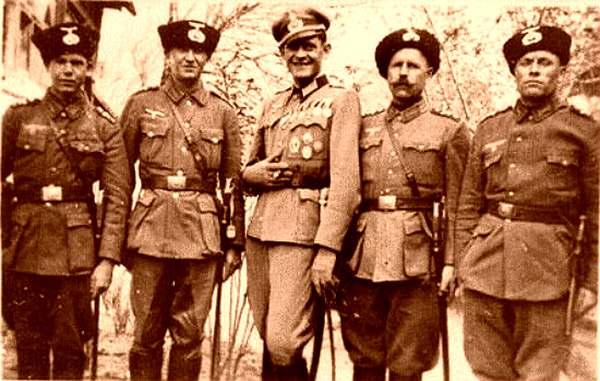 Казаки с нацистскими нашивками.jpg
