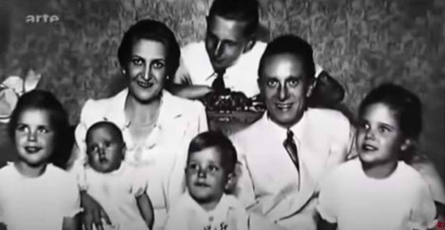 """Кадр из фильма """"Молчание семьи Квандт"""", на снимке - Йозеф и Магда Геббельсы с детьми. Геббельс принял Харальда Квандта, сына Магды от предыдущего брака с Квандтом, как родного ребёнка"""