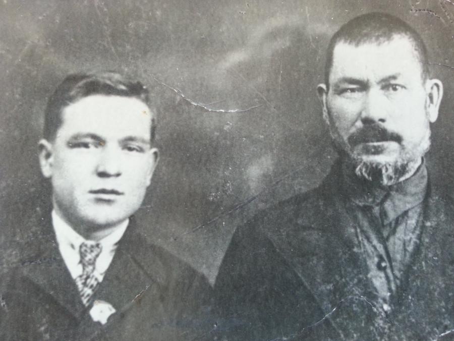 Отец с дедом перед войной