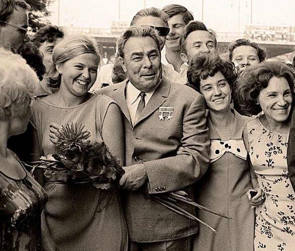 img1929427_Brezhnev_s_narodom