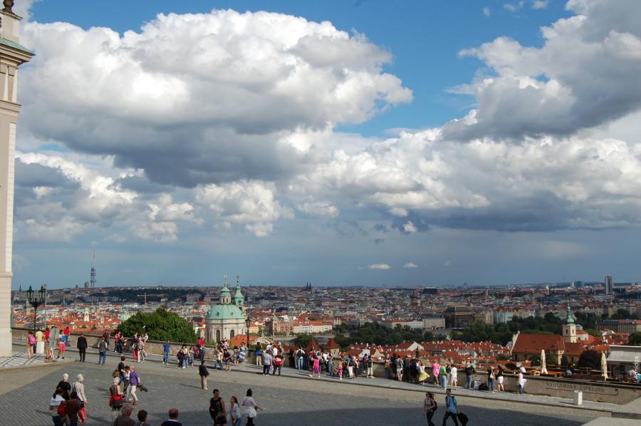 Удивительные виды со смотровой площадки возле Пражского града