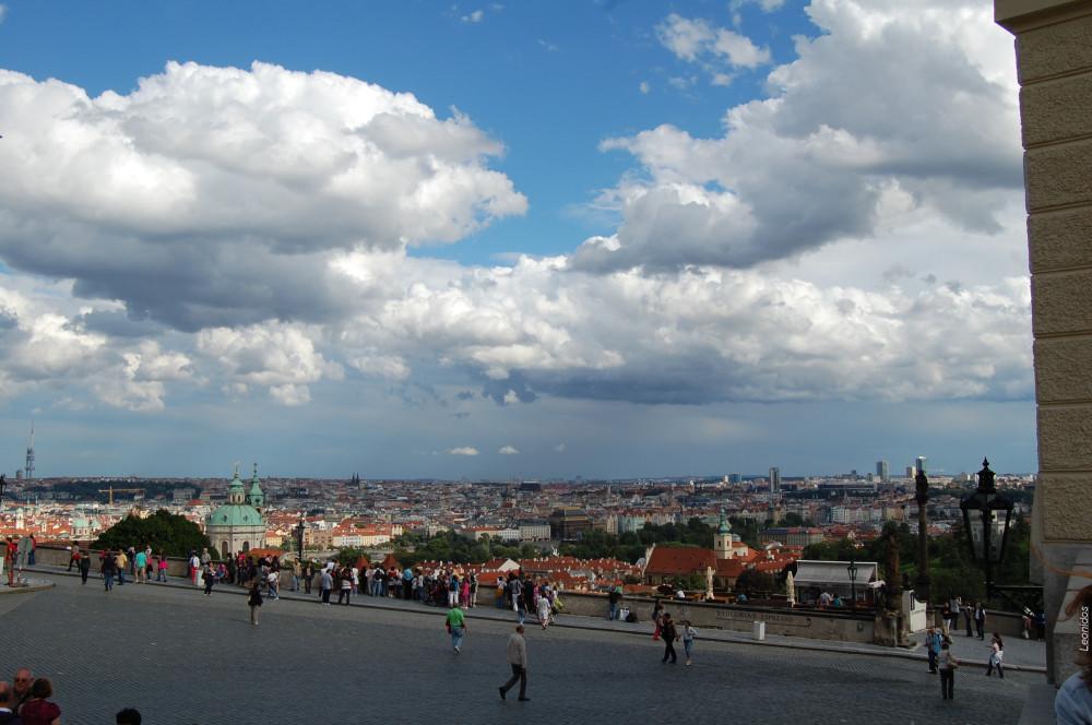 Удивительные виды со смотровой площадки возле Пражского града 1