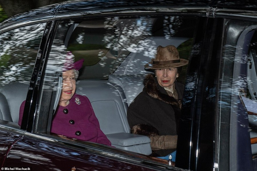 Британская королевская семья посетила воскресную службу в Crathie Kirk
