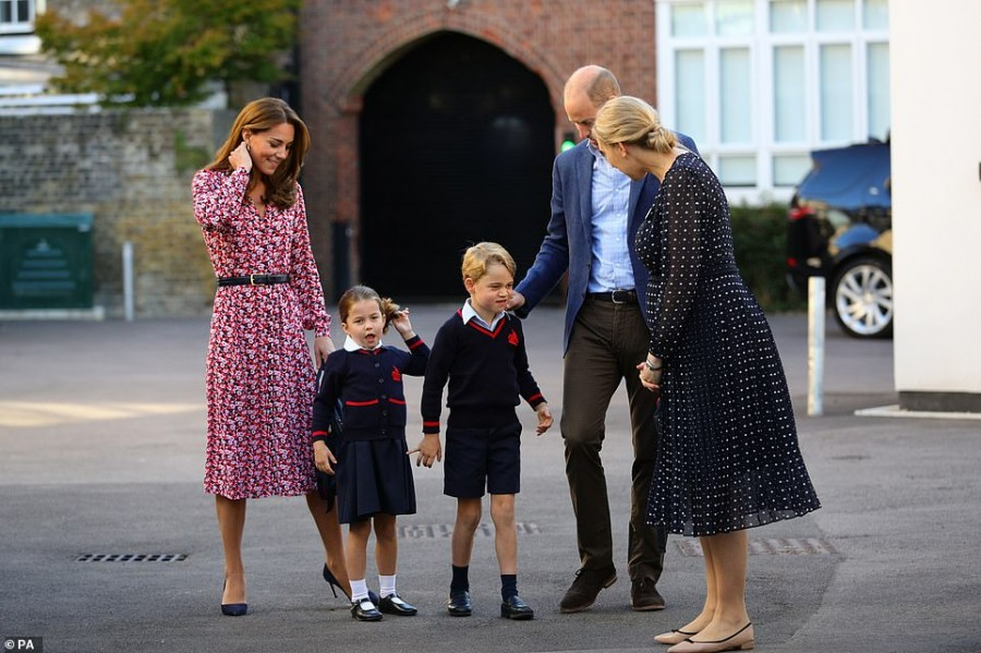 Принцесса Шарлотта пошла в школу. Обновляется.