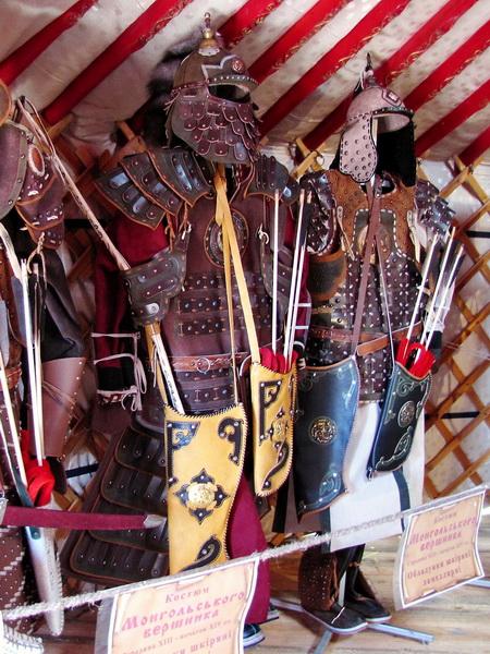 Монгольська юрта (костюми)