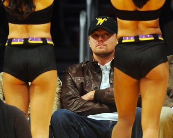 1335382916_placepic.ru_male_celebrities_checking_out_cheerleaders_640_03
