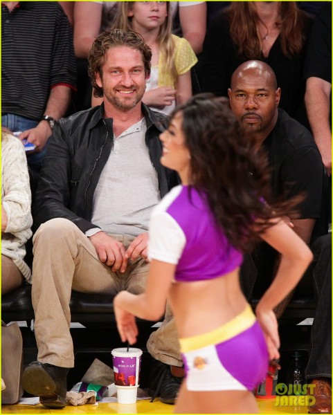 gerard-butler-lakers-courtside-04