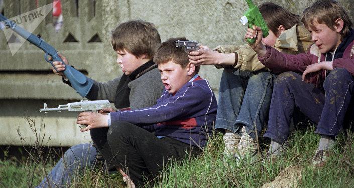 Опасные и не очень развлечения из настоящего детства. дворе, найти, говорить, детей, потом, говорят, можно, Пугач, развлечения, никто, нужна, всего, оружие, лучше, вообще, както, всегда, домой, водой, самом