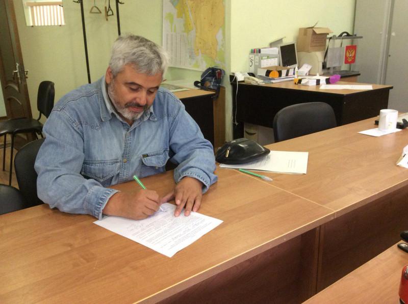 Артур Гайдук сдал в территориальную избирательную комиссию города Пскова документы на регистрацию