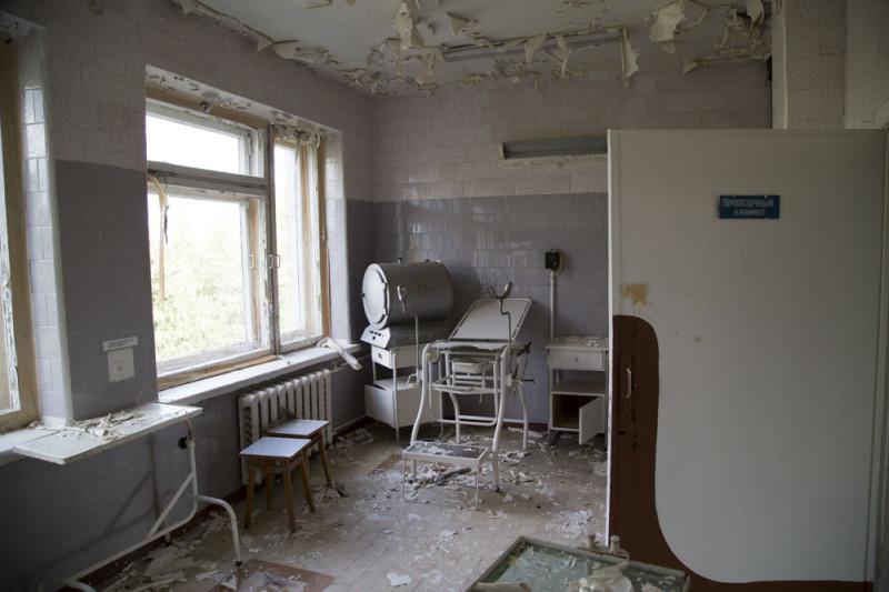 Трёхэтажное здание больницы после ухода РЖД было полностью разорено.