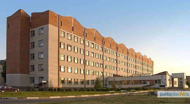 Терапевтический корпус Псковской городской больницы, ставшей региональным COVID-центром.