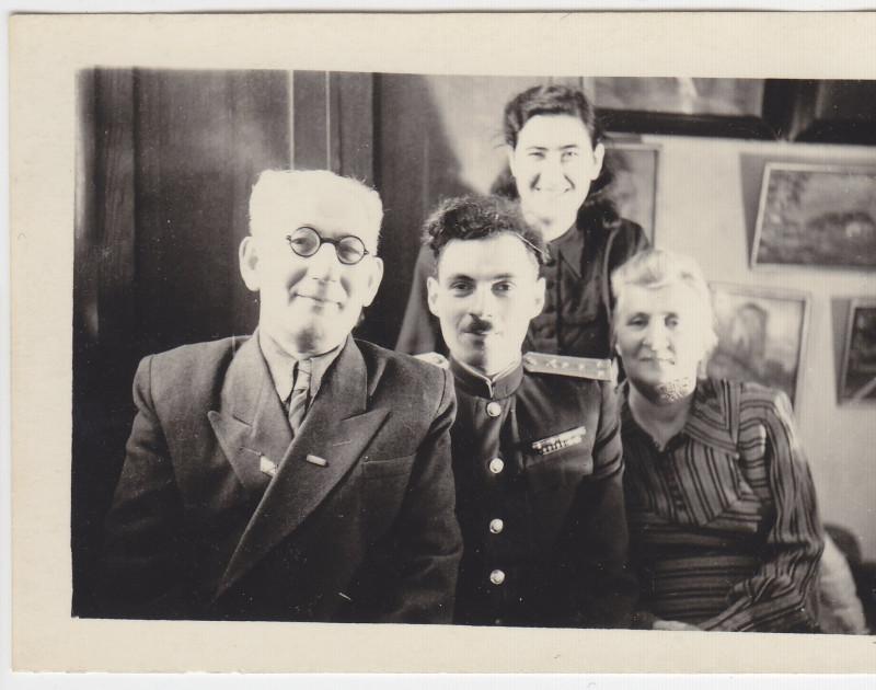 1950-е, Псков, в доме на ул. Школьной, 16.
