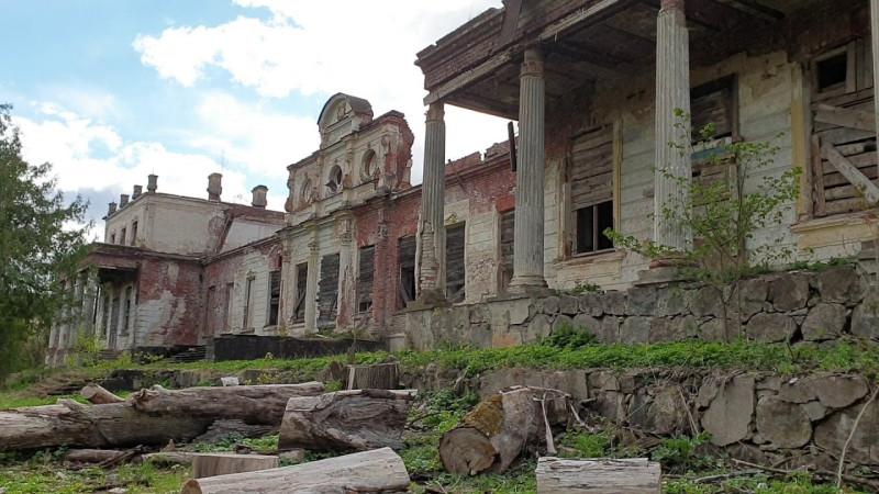 Главное здание усадьбы Волышово после пожара в 2019 году.
