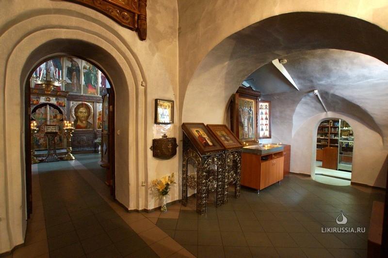 Интерьер церкви Василия на Горке до самовольной росписи.