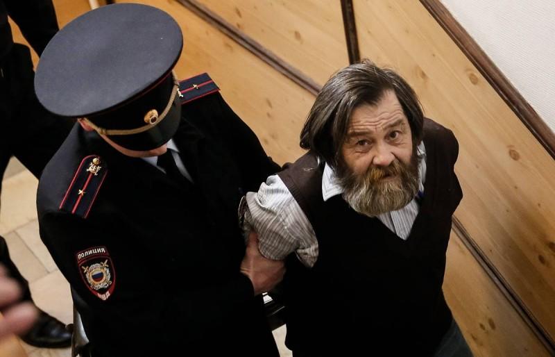Сергей Мохнаткин в здании суда.