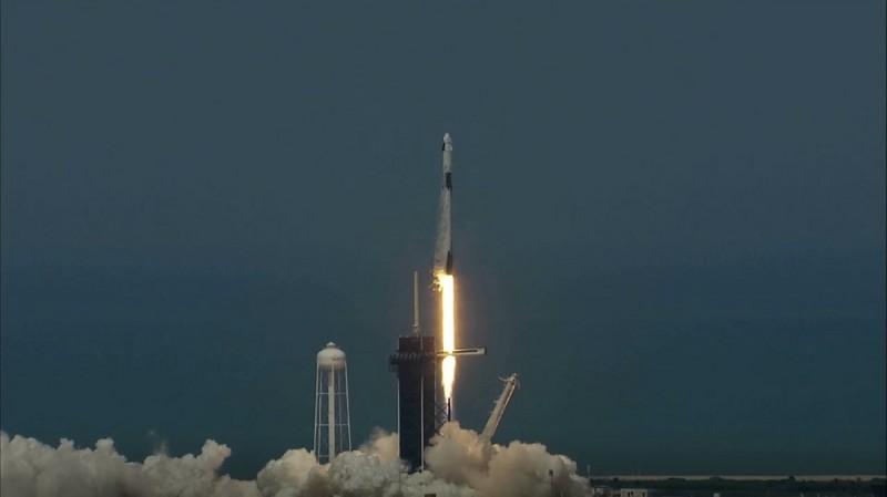 Старт корабля Crew Dragon компании SpaceX Илона Маска с мыса Канаверал 30 мая 2020 года